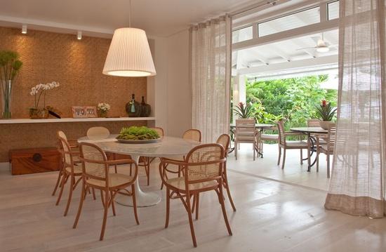 Ambientes salas de estar com e sem cortinas guirlanda for Cortinas para sala de estar