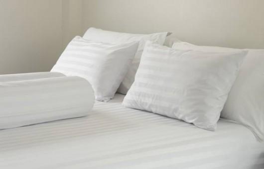 lencol-roupa-de-cama-travesseiro