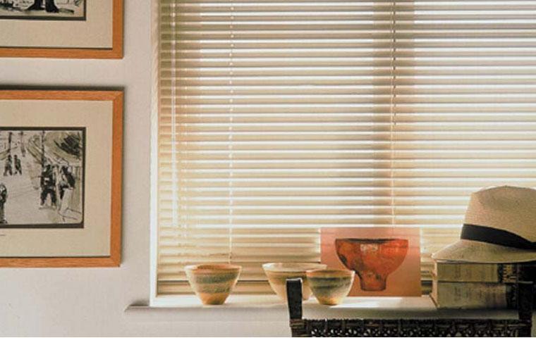Persianas guirlanda confec o cama mesa e banho - Persianas luxaflex ...