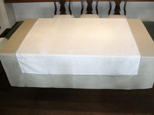 Toalha de Mesa fabricada pela Guirlanda Decoração de Interiores