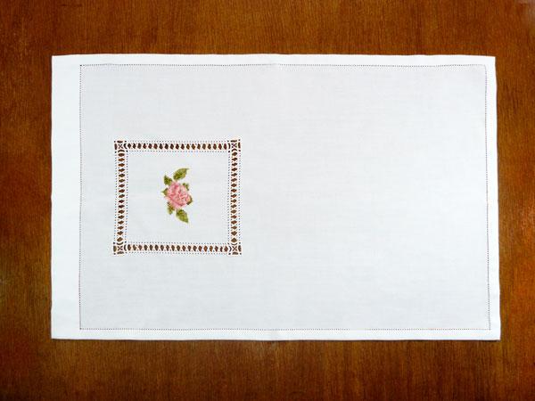 Toalha de Rosto Lavabo Bordada Crochê e Bainha